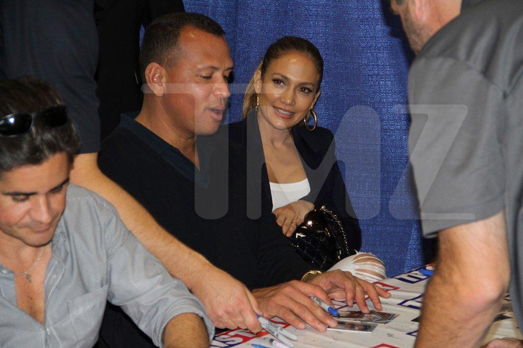 La surprise de Jennifer Lopez à Alex Rodriguez au Sports Memorabilia Convention