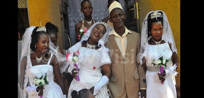 OUGANDA: IL ÉPOUSE 3 FEMMES ET DEUX D'ENTRE ELLES SONT DES SŒURS