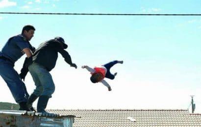 Un père balance son fils sur un bâtiment de 3 étages parce que sa femme a refusé de coucher avec lui (photos)