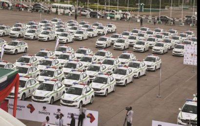 Nigeria : Le milliardaire Aliko Dangote offre 150 véhicules de patrouille à la police (photos)