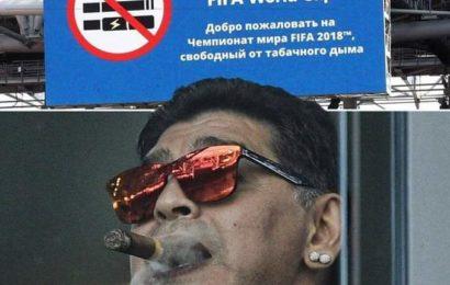 Maradona brave l'interdit et fume dans le stade (photos)