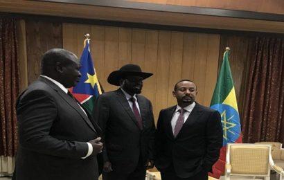 Enfin une accolade entre frères « ennemis » du Soudan du Sud [Photo]
