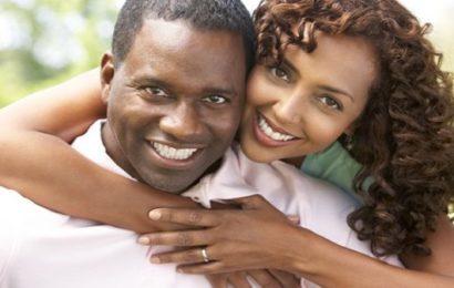 Voici les 5 raisons pour lesquelles les femmes préfèrent les hommes plus âgés