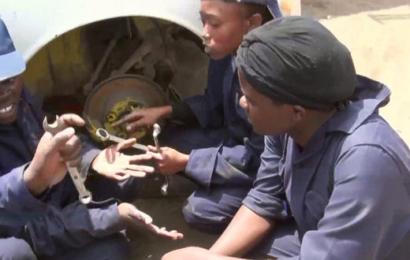Mécanique auto : Zoom sur ces  femmes aux métiers d'homme