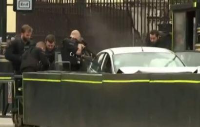 Londres: une voiture fonce sur le Parlement, plusieurs blessés