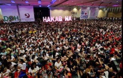 Philippines: Des centaines de femmes allaitent leurs bébés en public.  (photos)