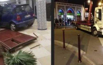 France: Un conducteur fonce volontairement dans les portes d'une mosquée (Vidéo)