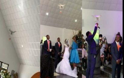 Ghana : Un drone apporte les alliances lors d'un mariage (vidéo)