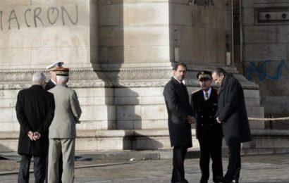 France – Gilets jaunes : Emmanuel Macron à l'Arc de Triomphe pour constater les dégâts