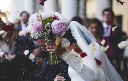 Kirghizstan: Une tragédie se déroule derrière eux pendant qu'ils filment leur mariage (vidéo)